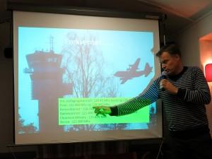 La9fta Knut under sitt tette og interessante foredrag på gruppemøtet 8. januar. (Foto: La7hha Jan-Asle)